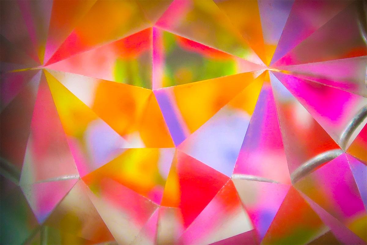 Een kristallen diamant in detail gefotografeerd