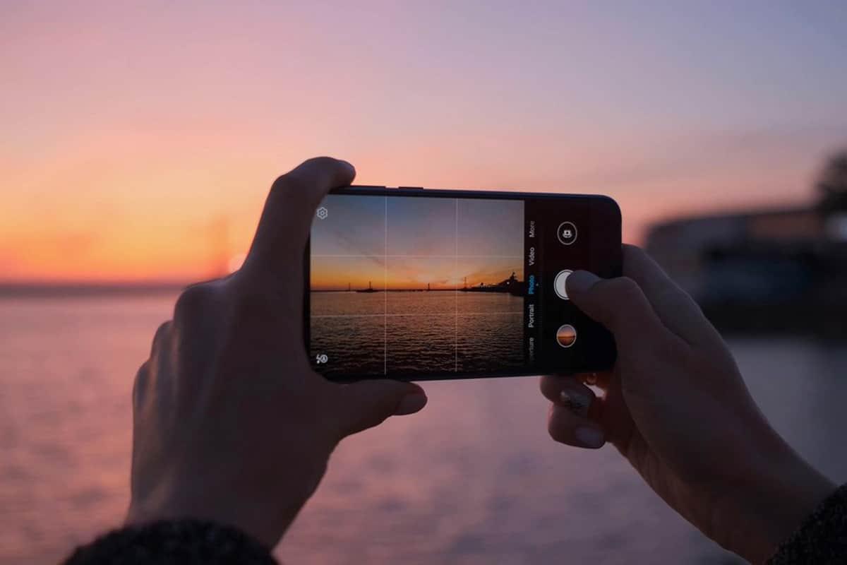 Door de ontspanknop van een foto langer ingedrukt te houden, kan een reeks foto's gemaakt worden.