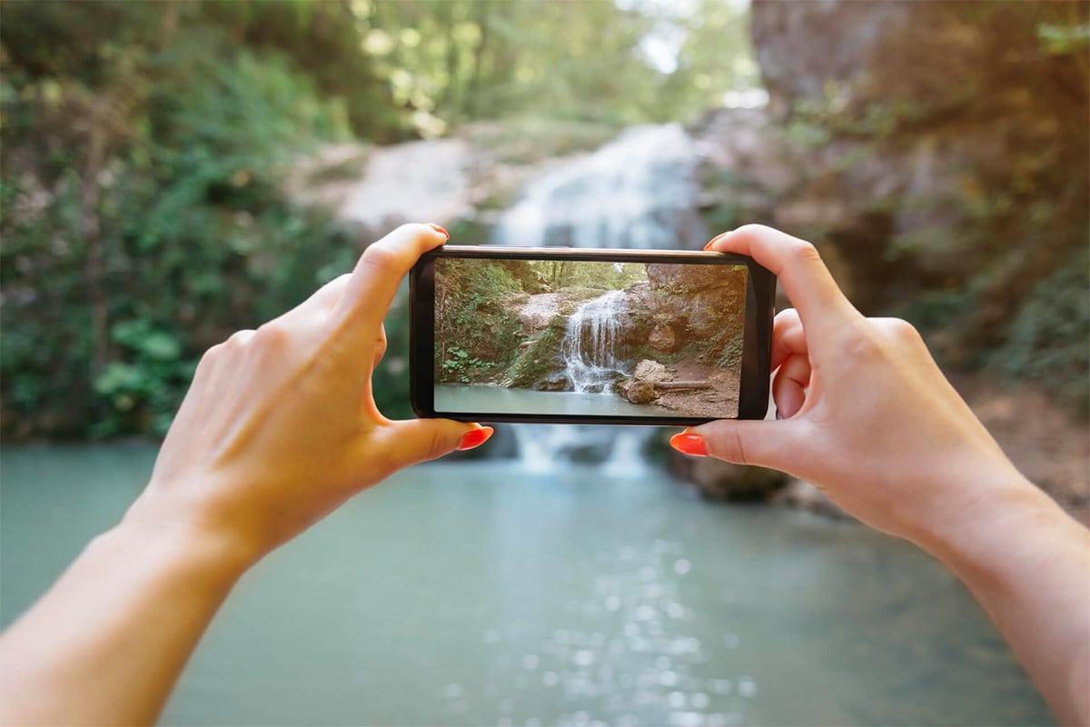 Stabiliseer Houd je telefoon met twee handen vast en je ellebogen tegen je zij